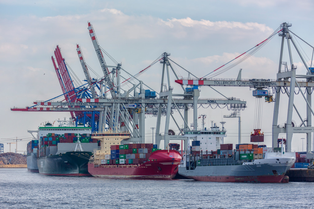 container_feederbetrieb-am-hhla-container-terminal-tollerort_copyright_hhm-glaubitt